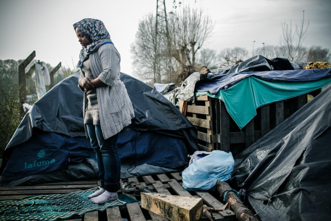 21 Novembre 2014 : Fatiha est une Erythréenne de 14 ans. Elle vit avec sa mère dans dans le camp appelé «la Jungle de Tioxide» depuis le mois d'août. Calais (62), France.