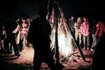 10 Septembre 2014 : A l'occasion du Nouvel An éthiopien, les migrants dansent et chantent autour d'un bûcher rituel. Calais (62), France.