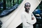 12 Septembre 2014 : Tesfay vit dans les bois. Il a été renversé par une voiture sur l'autoroute qui mène au port. Il a 15 points de suture au bras gauche. Calais (62), France.
