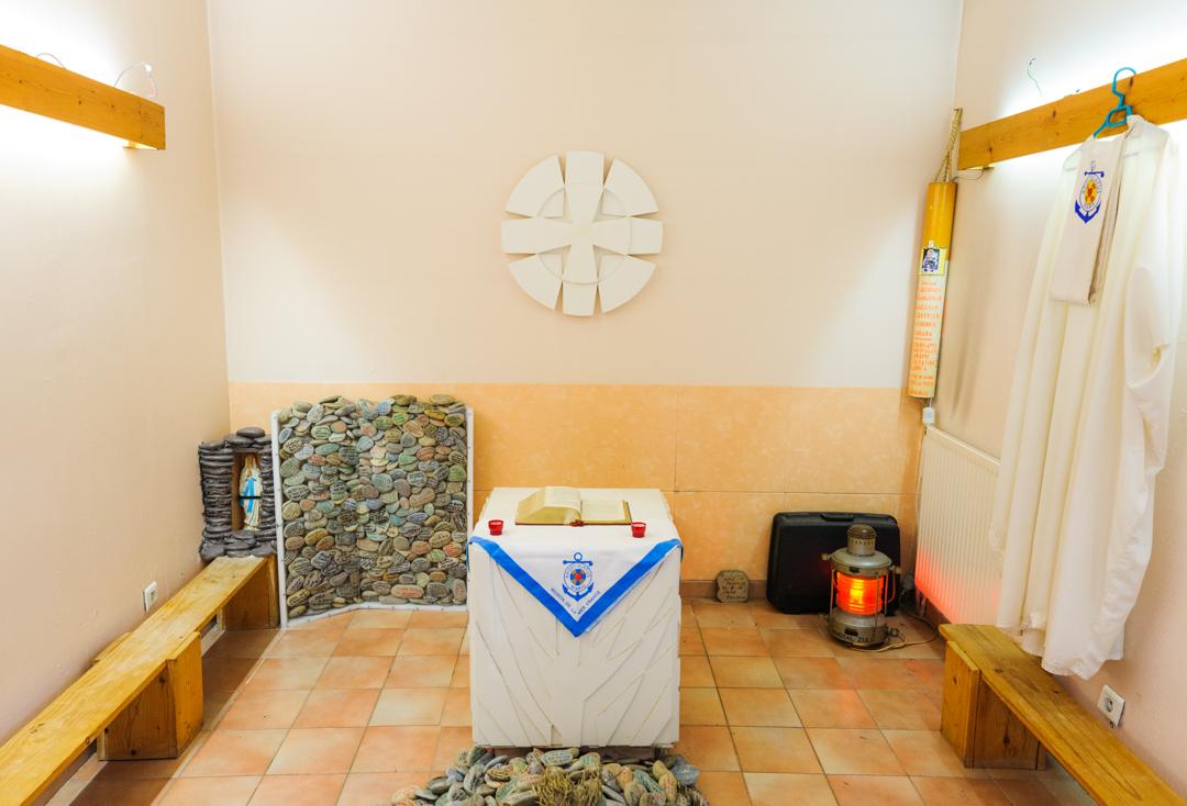 """10 juin 2014 : Une chapelle attenante au foyer des marins existe dans le cadre de l'accueil proposé à ces derniers par """"La Mission de la Mer"""" à Port de Bouc (13) , France.                                                 June 10, 2014: At the Seamen's Club for  """"The Mission of the Sea"""", Port de Bouc (13), France."""