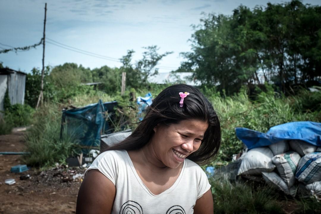 Août 2012 : Vie quotidienne de travailleurs birmans immigrés et en situation irrégulière en Thaïlande. Phuket, Thaïlande. August 2012: daily life for burmese refugee, Phuket, Thaïland.